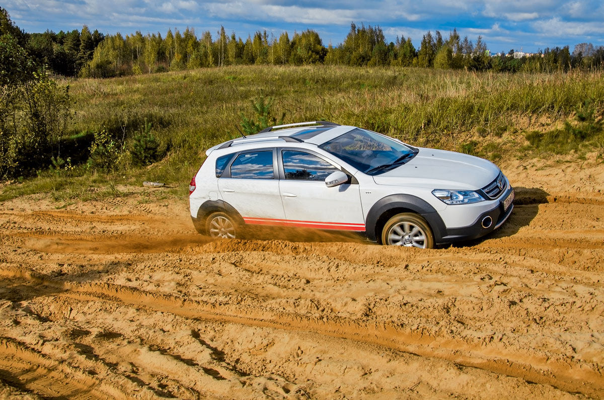 DFM, Dongfeng H 30 Cross против Lada Xray